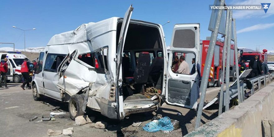 Hakkari - Van yolunda kaza: 2 ölü 15 yaralı!