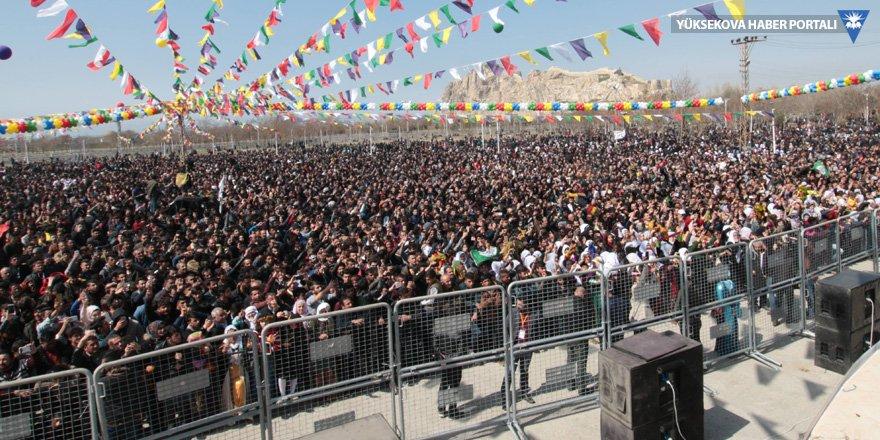 Van Kalesi eteklerinde Newroz kutlaması