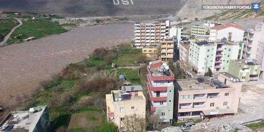 Barajdaki su seviyesi yükselince çevresindeki evler ve oteller boşaltıldı