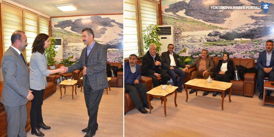Karaman ve Ataş'a tebrik ziyaretleri sürüyor