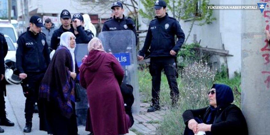 Gebze Cezaevi önündeki ailelere polis müdahalesi