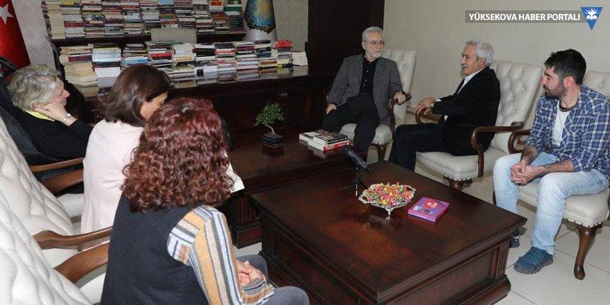Baskın Oran Diyarbakır Belediyesi'ni ziyaret etti
