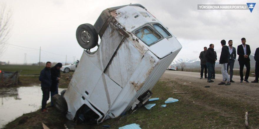 Yüksekova'da kaza: 2 kişi yaralandı