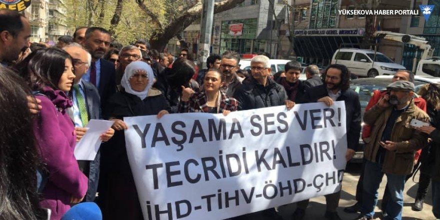 Bakanlık önünde avukatlara polis müdahalesi