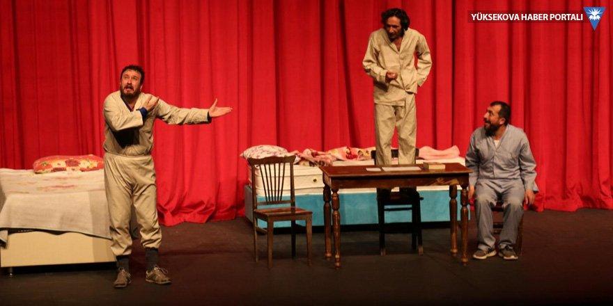 Yüksekovalı tiyatro ekibi, Van Devlet Tiyatrosunda sahne aldı