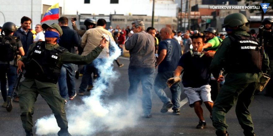 Venezuela'da darbe girişimi: Hükümet halkı sokağa çağırıyor