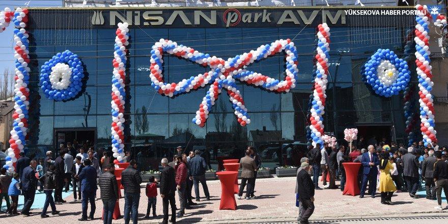 Yüksekova'da 'Nişan Park AVM' açıldı
