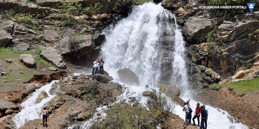'Beyaz Su Şelalesi' güzelliğiyle hayran bırakıyor