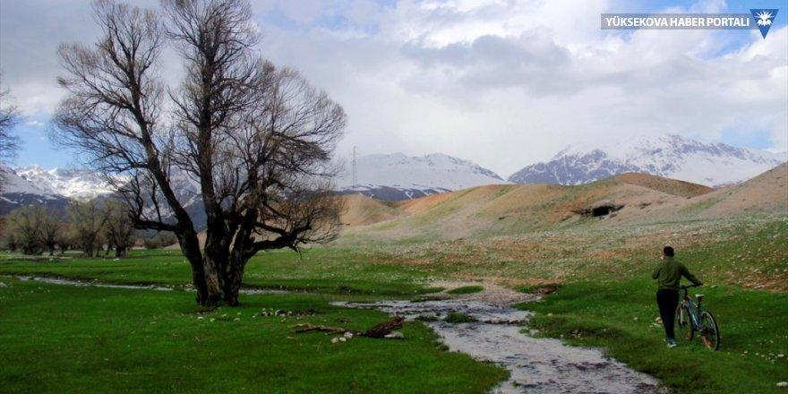 Aksu Deresi ve çevresinde ilkbahar güzelliği