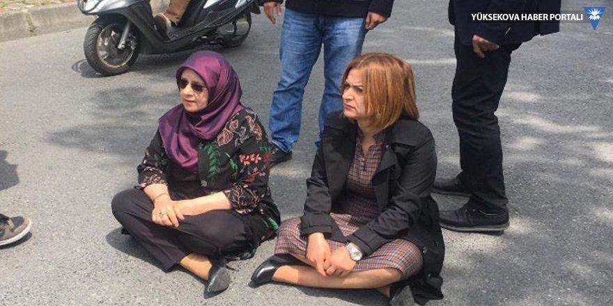 HDP'li vekillerden gözaltına alınan anneler için oturma eylemi