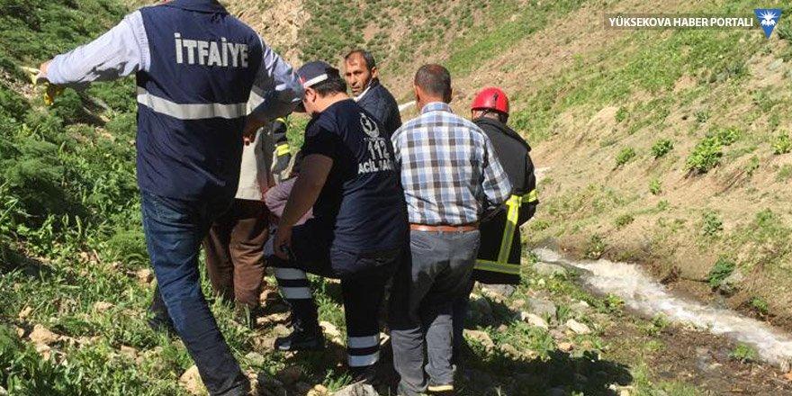 Yüksekova: Dağdan yuvarlanan vatandaş kurtarıldı