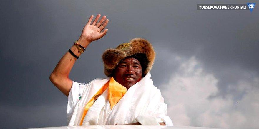 24'üncü kez Everest'in zirvesinde