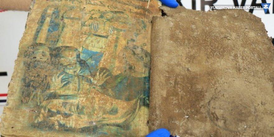 Diyarbakır'da bin 400 yıllık kitap bulundu