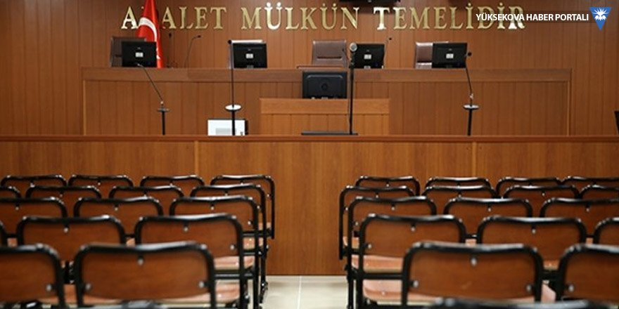 Avukatın eteğine karışan hakim görevden uzaklaştırıldı