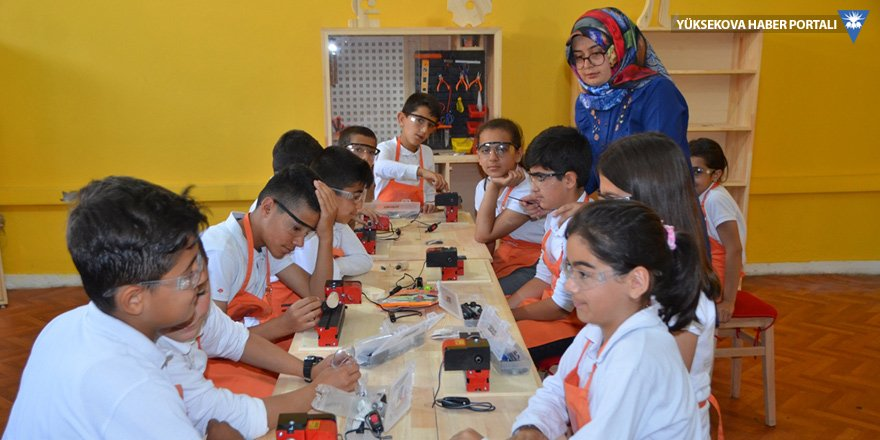 Yüksekova: 60 öğretmenden robotik kodlama eğitimi