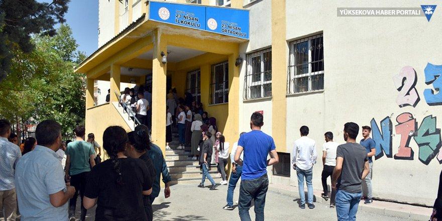 Yüksekova Belediyesi'nden öğrencilere ulaşım imkanı
