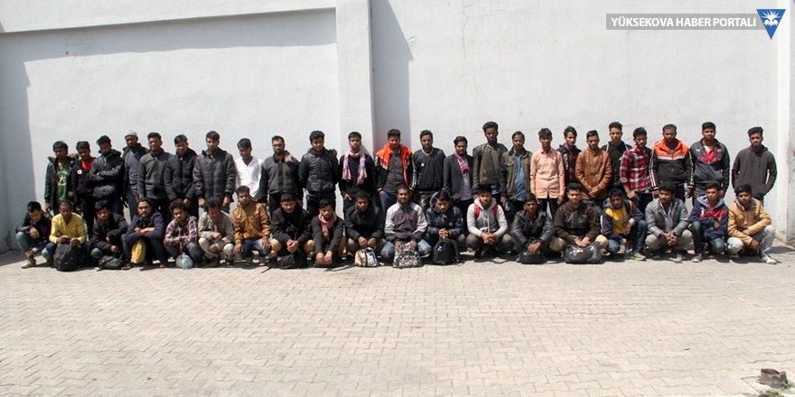 Başkale'de 44 göçmen yakalandı