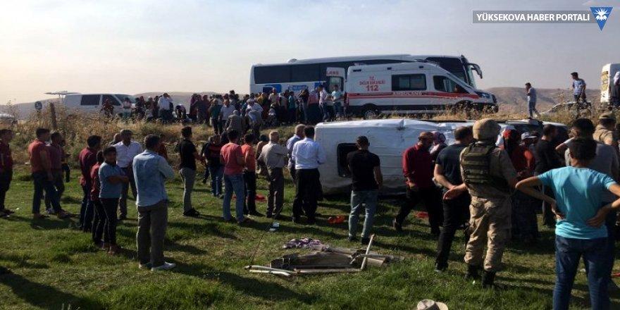 Mardin'de işçi minibüsü devrildi: 16 yaralı