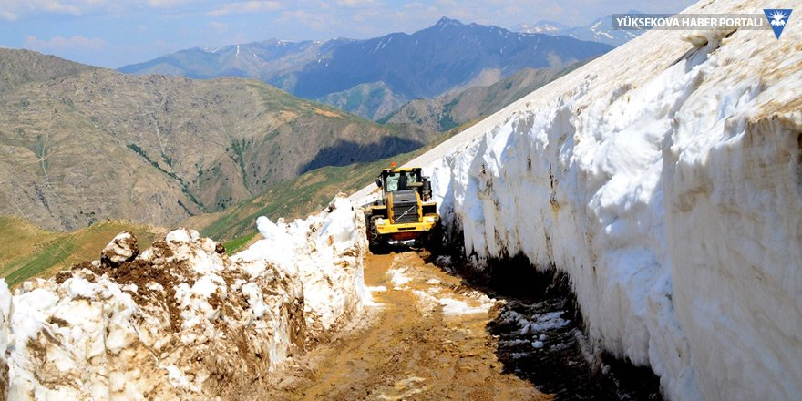 Haziranda karlı yolları açma çalışması