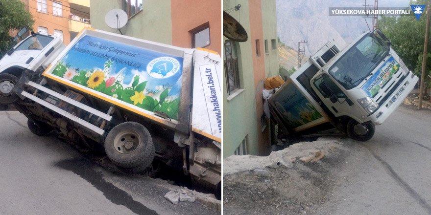 Hakkari'de kaza: İşçiler ölümden döndü