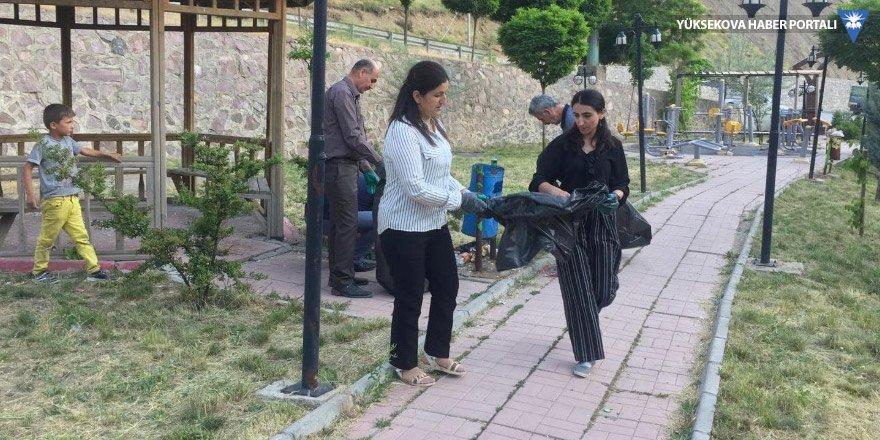 hakkari-belediyesi-meclis-uyelerinden-temizlik-calismasi