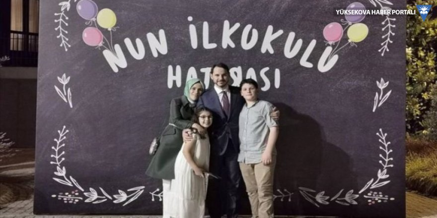 Bakan Berat Albayrak'tan aile fotoğrafı