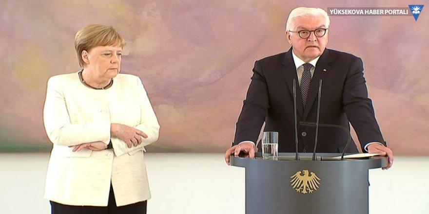 Merkel yine canlı yayında titreme nöbeti geçirdi