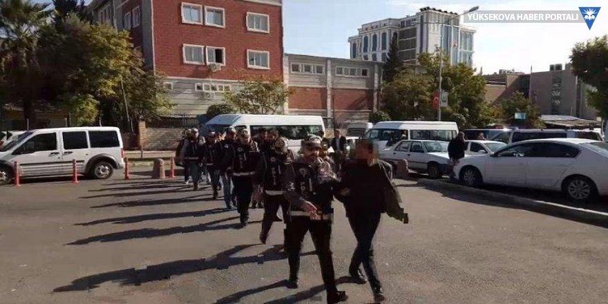 FETÖ soruşturmasında 14 asker gözaltına alındı