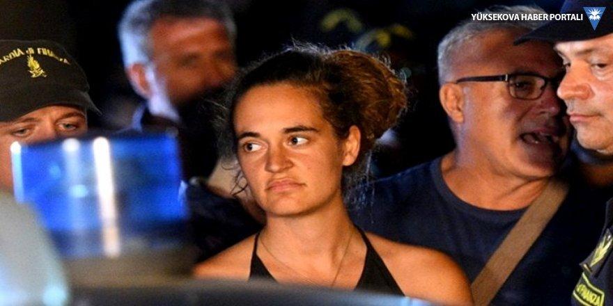 40 mülteciyi kurtarmaya çalışan yardım gemisinin kaptanı gözaltında