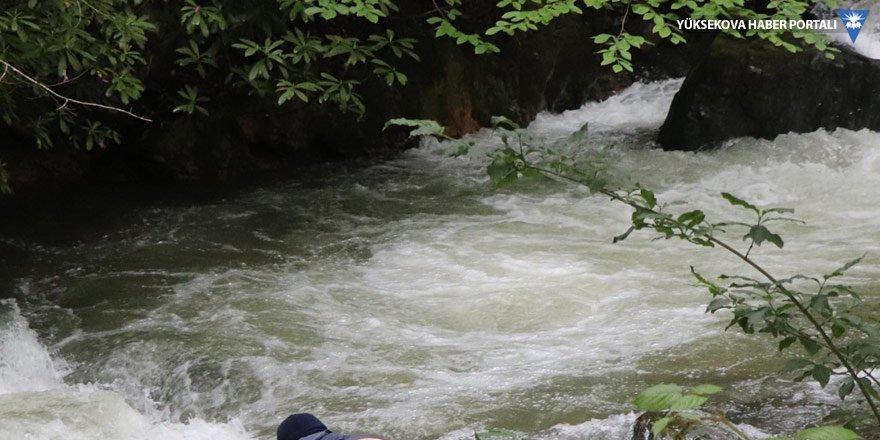 Çukurca'da dereye düşen kadın boğuldu