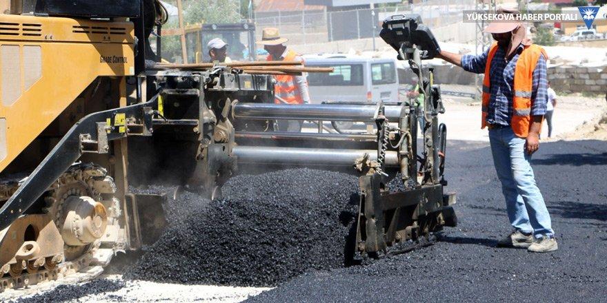 Yüksekova'da sıcak asfalt çalışması