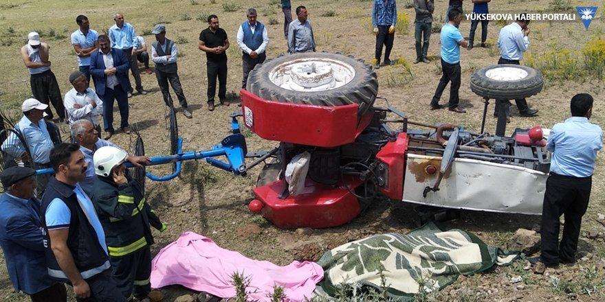 Özalp'te traktör devrildi: 2 ölü