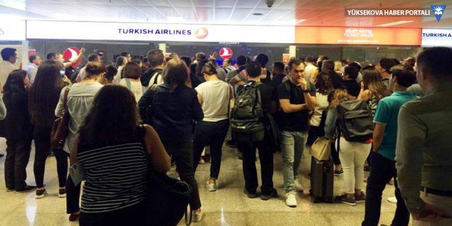 Anadolujet arızayı haber vermedi, yolcular tepki gösterdi