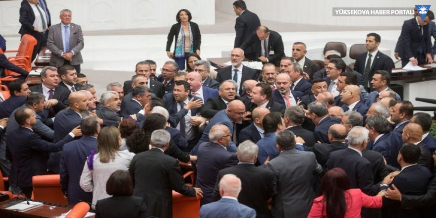 CHP ve MHP milletvekilleri arasında gerginlik