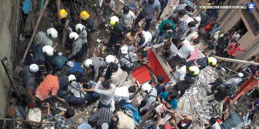 Mumbai'de bina çöktü: En az 30 kişi enkaz altında