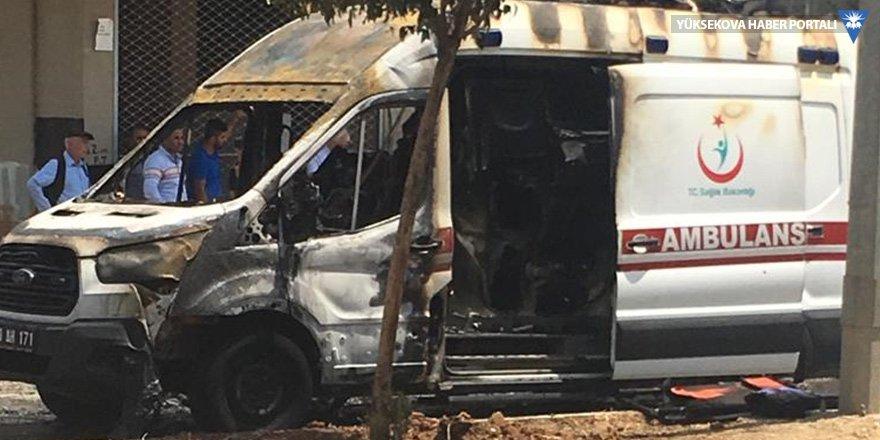 Şırnak'ta seyir halindeki ambulans yandı
