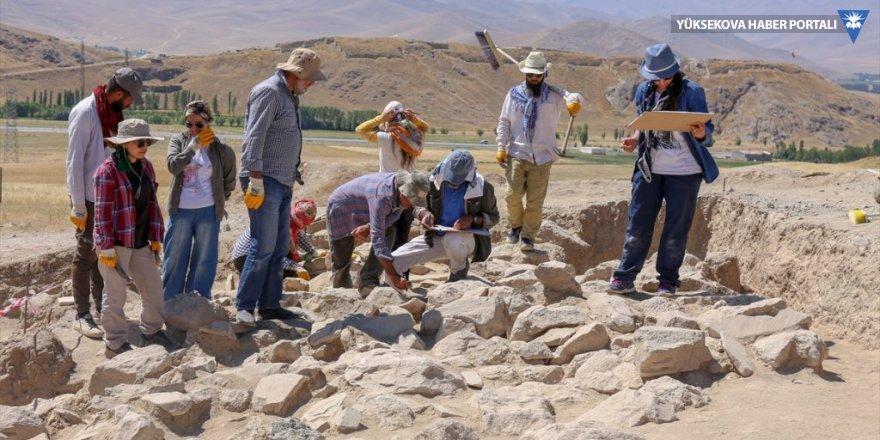 Van'da Urartu aristokratlarının mezarlığı bulundu