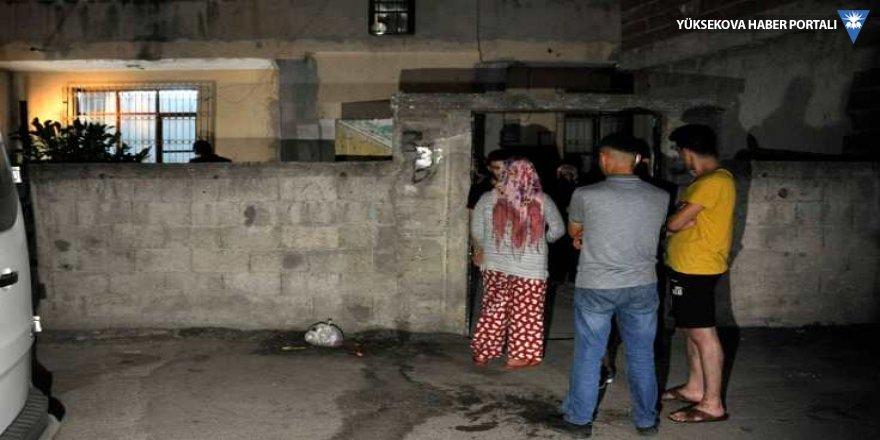 Adana'da bir eve patlayıcı atıldı