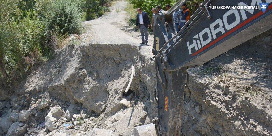 Hakkari Belediyesi, çöken yol için çalışma başlattı