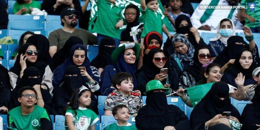 İran'dan FIFA'nın kadınlar stadyumda maç izlemeli çağrısına ret