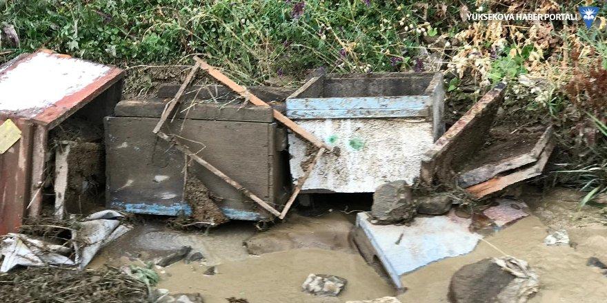 Yüksekova'da sel felaketi: Arı kovanları su altında kaldı!