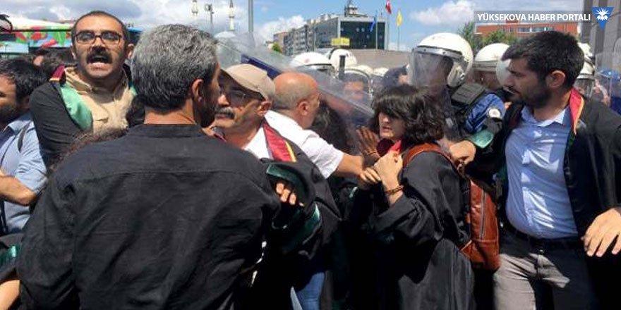 Kayyım açıklamasına polis müdahalesi: HDP Milletvekili Ahmet Şık darp edildi