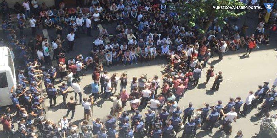Diyarbakır'da polis ablukasında protesto