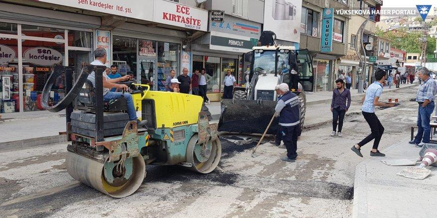 Hakkari'de doğalgaz çalışmalarında bozulan yollar onarılıyor