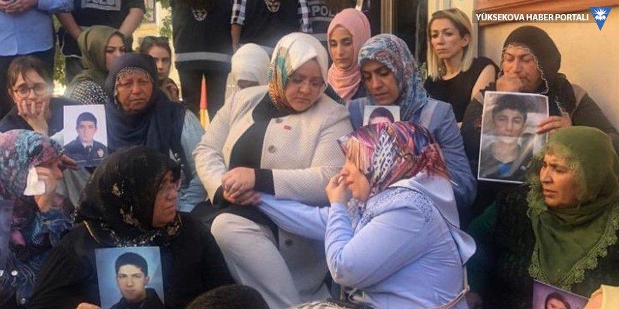 Selçuk HDP önündeki ailelerle
