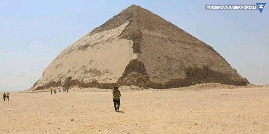 'Bükülmüş' piramit halka açıldı