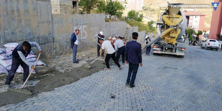 Hakkari Belediyesi bozulan yolları onarıyor