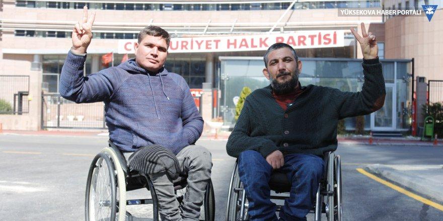 Engelli aktivistler CHP önünde açlık grevinde başladı