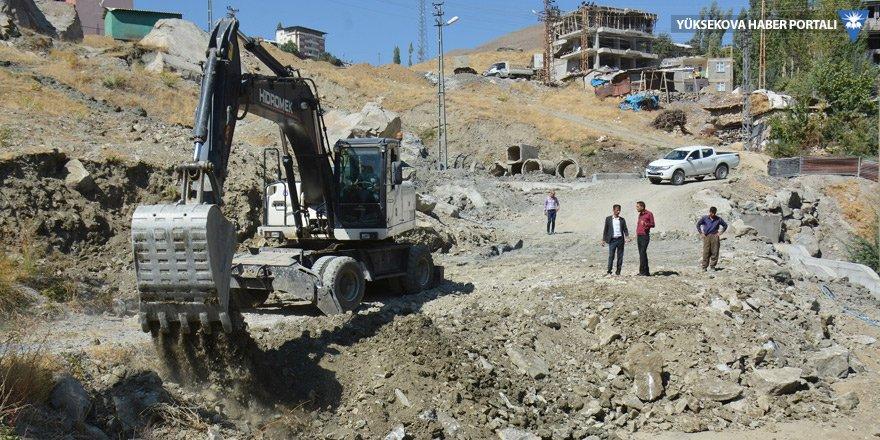 Hakkari Belediyesi'nden yol açma ve düzenleme çalışması