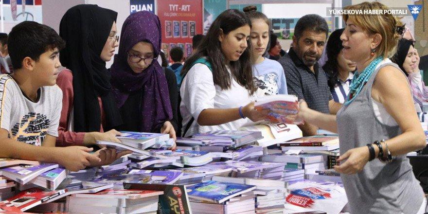7'nci Diyarbakır Kitap Fuarı 2'nci gününde devam ediyor
